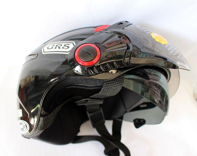các loại mũ bảo hiểm có kính nhiều màu