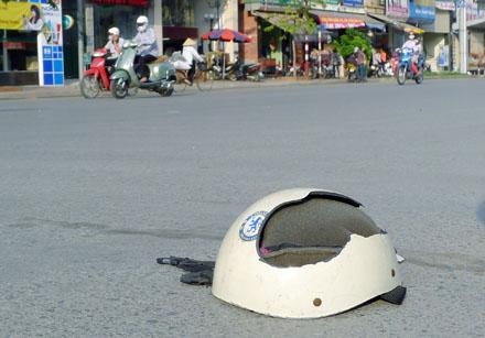 Mũ giả dễ bị vỡ khi rơi hoặc có lực tác động vào